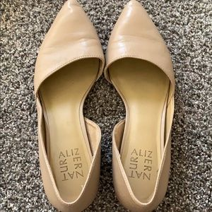 Women's nude pointed naturalizer flats